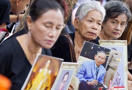 Nguoi Thai phu phuc tren via he cho don di hai Quoc vuong - Anh 9