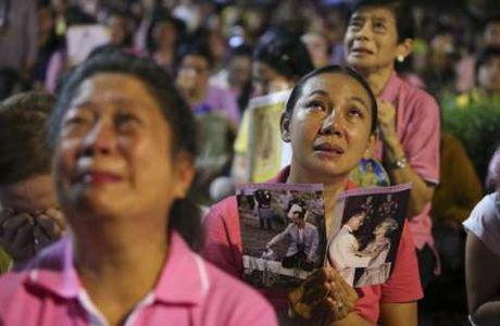 Vi sao Thai tu Thai Lan xin hoan len ngoi ke vi quoc vuong Bhumibol Adulyadej? - Anh 2