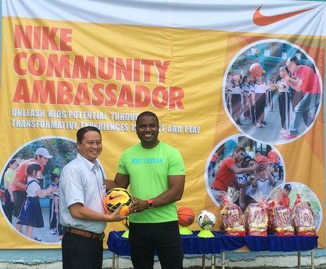 Lanh dao, nhan vien Nike Viet Nam tham gia ngay lao dong vi cong dong - Anh 2
