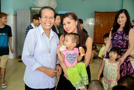 Nam vuong Tien Doan ngoi ghe giam khao Hoa hau Phu nhan VN Hoan cau 2016 - Anh 3