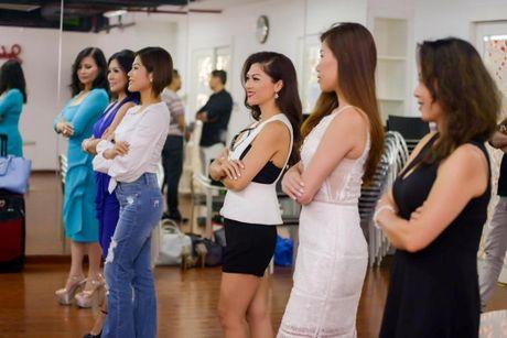 Nam vuong Tien Doan ngoi ghe giam khao Hoa hau Phu nhan VN Hoan cau 2016 - Anh 4