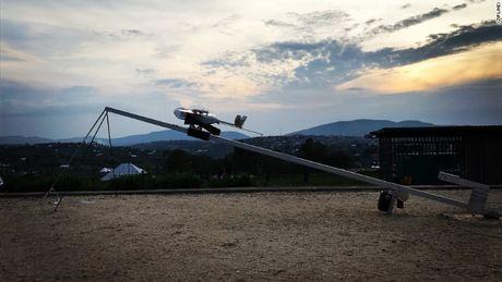 Benh vien Rwanda dung drone van chuyen vat tu y te - Anh 1