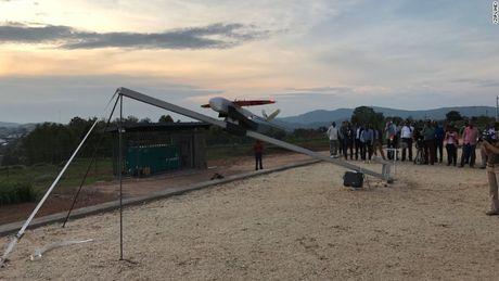 Benh vien Rwanda dung drone van chuyen vat tu y te - Anh 2