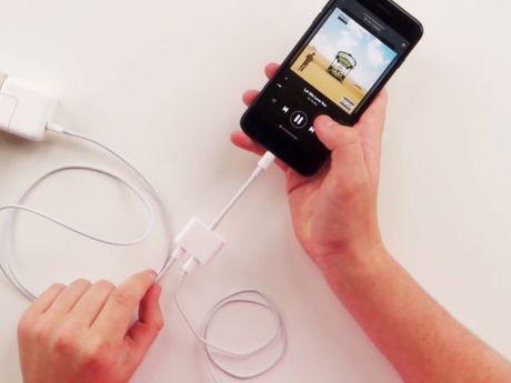 Lo dien phu kien giup iPhone co 2 cong Lightning - Anh 1