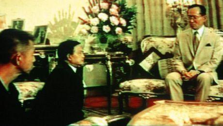 Quoc vuong Thai Lan va nhung tuong quan quy phuc - Anh 2