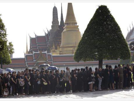 Quoc vuong qua doi, kinh te-chinh tri Thai Lan the nao? - Anh 1