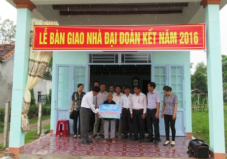 Quang Nam: Ban giao 6 ngoi nha Dai Doan Ket cho ho ngheo - Anh 1