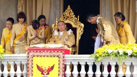 Bhumibol Adulyadej - trai tim, linh hon cua nguoi dan Thai - Anh 13
