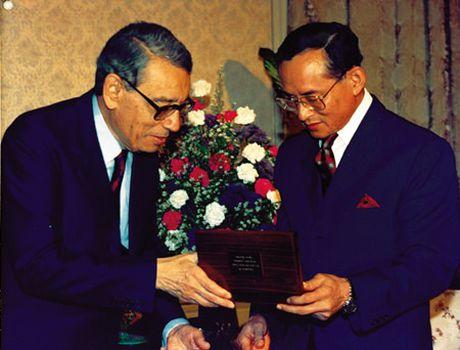 Bhumibol Adulyadej - trai tim, linh hon cua nguoi dan Thai - Anh 6