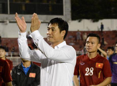HLV Huu Thang: 'Toi va cau thu song phang, ton trong nhau' - Anh 1