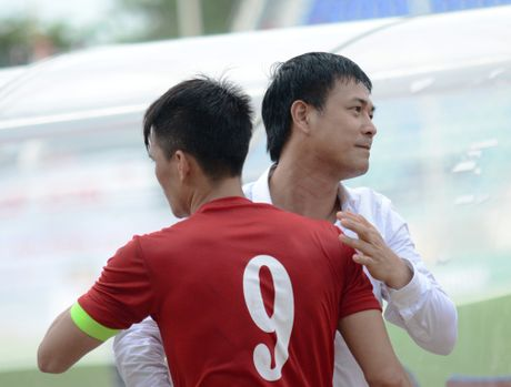 HLV Huu Thang: 'Toi va cau thu song phang, ton trong nhau' - Anh 2