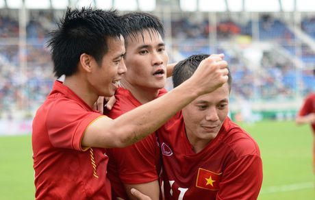 HLV Huu Thang: 'Toi va cau thu song phang, ton trong nhau' - Anh 3