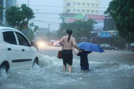 Quang Binh ngap nang, lu cuon 1 nguoi chet - Anh 17