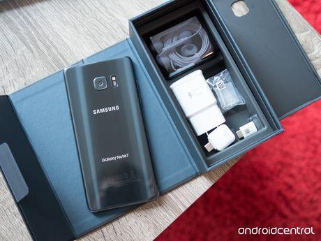 Fan cuong Galaxy Note 7 quyet 'om bom' khong tra may - Anh 1
