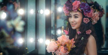 Hinh phat cho hotgirl Linh Miu vi bieu dien qua phan cam - Anh 2