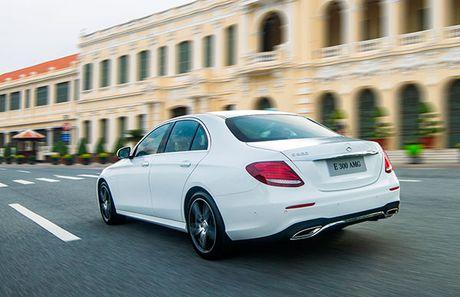 Mercedes-Benz E-Class 2017 – nhieu dot pha thong minh - Anh 2