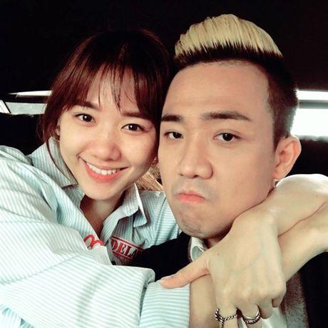 Vua mo xong, Tran Thanh va Hari Won nhu the nay day! - Anh 1
