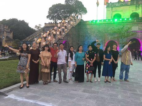 Nghe si hang dau lang dien anh lam 'nguoi mau' Festival ao dai Ha Noi - Anh 10