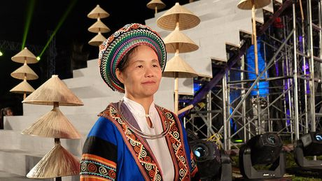 Nghe si hang dau lang dien anh lam 'nguoi mau' Festival ao dai Ha Noi - Anh 13