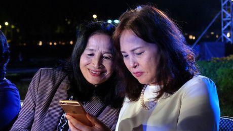 Nghe si hang dau lang dien anh lam 'nguoi mau' Festival ao dai Ha Noi - Anh 1