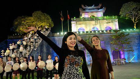 Nghe si hang dau lang dien anh lam 'nguoi mau' Festival ao dai Ha Noi - Anh 6
