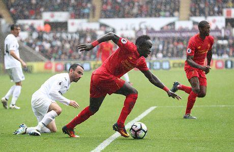 Pogba va Ibrahimovic giup MU thong tri doanh so ao dau Premier League - Anh 5