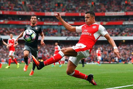 Pogba va Ibrahimovic giup MU thong tri doanh so ao dau Premier League - Anh 9
