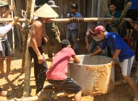 Quang Ngai: 'Chu tinh' cua thanh nien voi nguoi ngheo - Anh 2
