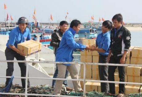 Quang Ngai: 'Chu tinh' cua thanh nien voi nguoi ngheo - Anh 7