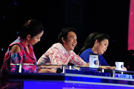 Hoai Linh 'cuoi muon xiu' truoc thi sinh 'Guong mat than quen nhi' - Anh 3