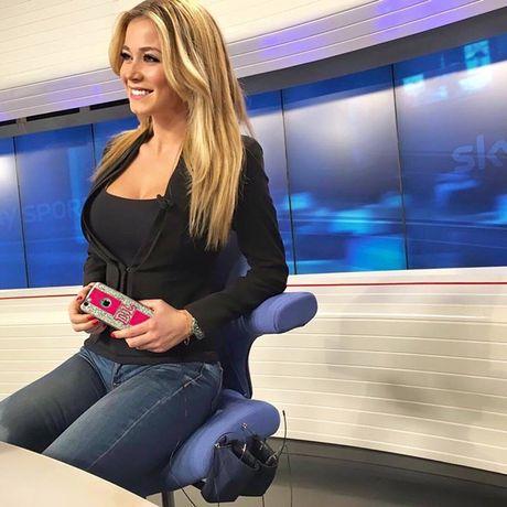 Dilette Leotta - MC dang khien lang bong Italia dien dao - Anh 10