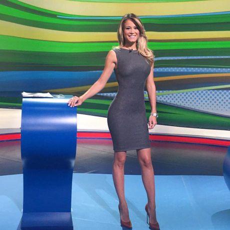 Dilette Leotta - MC dang khien lang bong Italia dien dao - Anh 6