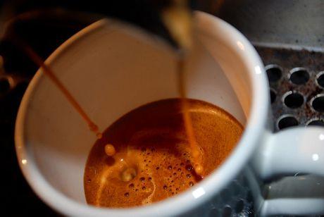 Co gi trong ly ca phe dam dac gap 80 lan espresso - Anh 5