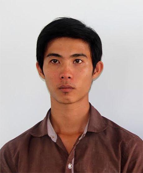 Tong thang vao CSGT khi bi dung xe kiem tra - Anh 1