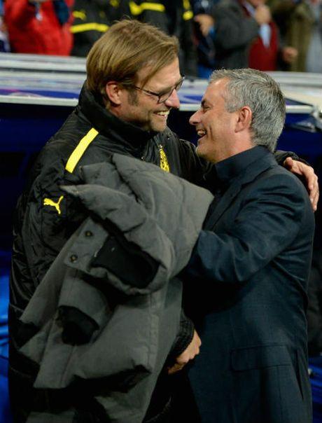 Liverpool dau MU: Mourinho khong xem Klopp la ban - Anh 3
