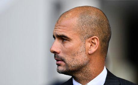 Pep Guardiola tung di xach nuoc cho HLV Everton - Anh 1