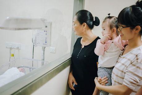 Duong Cam Lynh sinh con trai dau long - Anh 9