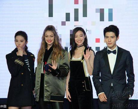 Chan dai Gigi Hadid dep lan at 'Than tien ti ti' Luu Diec Phi - Anh 2