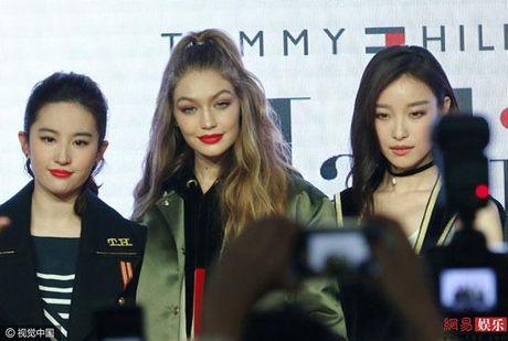 Chan dai Gigi Hadid dep lan at 'Than tien ti ti' Luu Diec Phi - Anh 3
