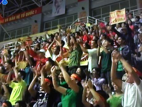 Ban ket 2 Giai bong chuyen VTV Cup: Dau an 3-0 cho tuyen Viet Nam - Anh 1