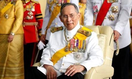 10 nam chong choi benh tat cua nha vua Thai Lan - Anh 1