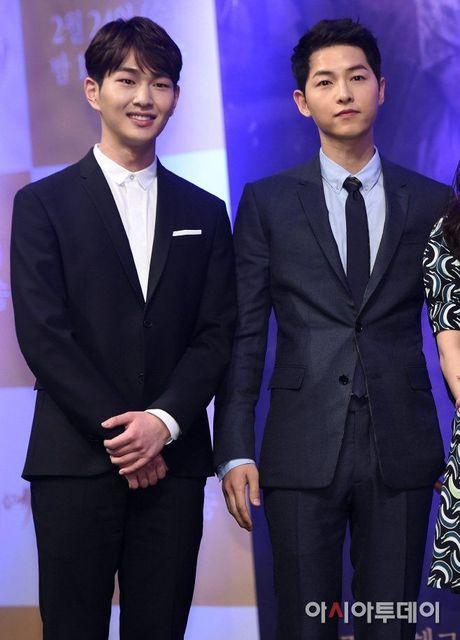 Nhung cap song sinh 'khong cung huyet thong' cua showbiz Han - Anh 16