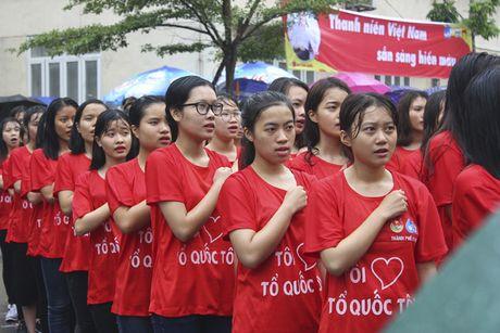 Hon 5000 sinh vien doi mua xep hinh tai chuong trinh 'Toi yeu to quoc toi' - Anh 1