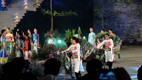 Chiem nguong hang tram bo ao dai tai Hoang thanh Thang Long - Anh 6