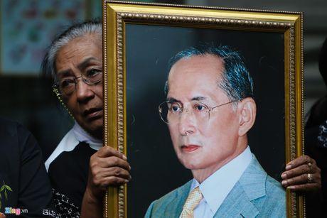Tap the Leicester tuong niem Quoc vuong Thai Lan - Anh 4