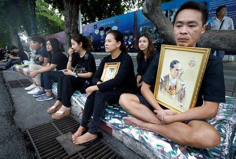 Tap the Leicester tuong niem Quoc vuong Thai Lan - Anh 5