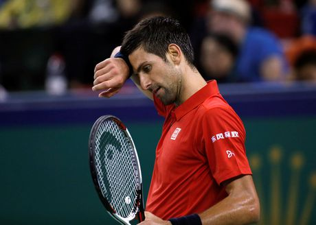 Djokovic dap vot, xe ao khi thua tai Thuong Hai Masters - Anh 1