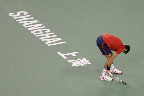 Djokovic dap vot, xe ao khi thua tai Thuong Hai Masters - Anh 4