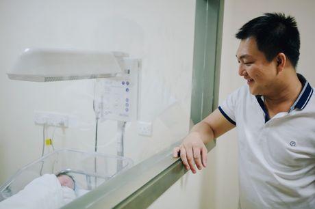 Duong Cam Lynh sinh con trai dau long - Anh 1