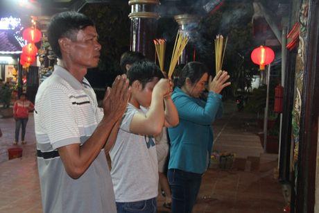 Hang nghin nguoi tray hoi Dinh Thay Thim - Anh 7